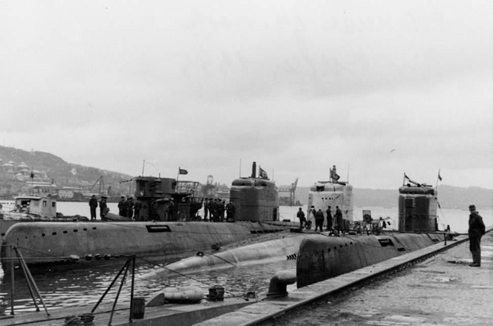 Three Elektroboat Type XXI U-Boat in Norway, Bergen, 1945. In the center is U-2511,...